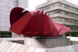 Negret: Varias esculturas públicas están abandonadas y sus colores se han ido apagando.