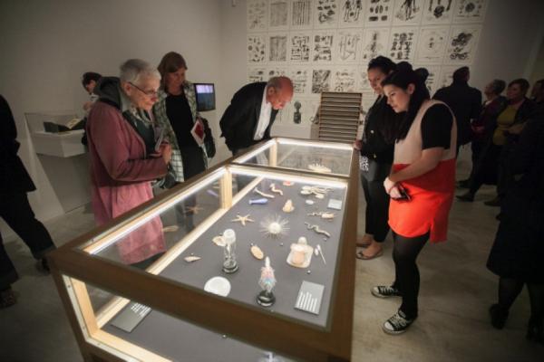 """Curiosity: Art and the pleasure of knowing"""", curada por Brian Dillon al Turner Contemporary de Margate en 2013"""