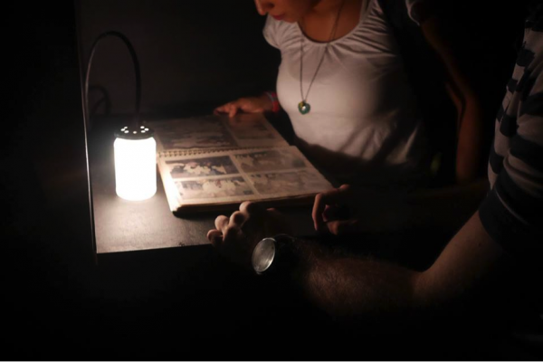 """Camila Rodríguez, """"Photo Album"""", intervención sobre álbum fotográfico familiar, 2013"""
