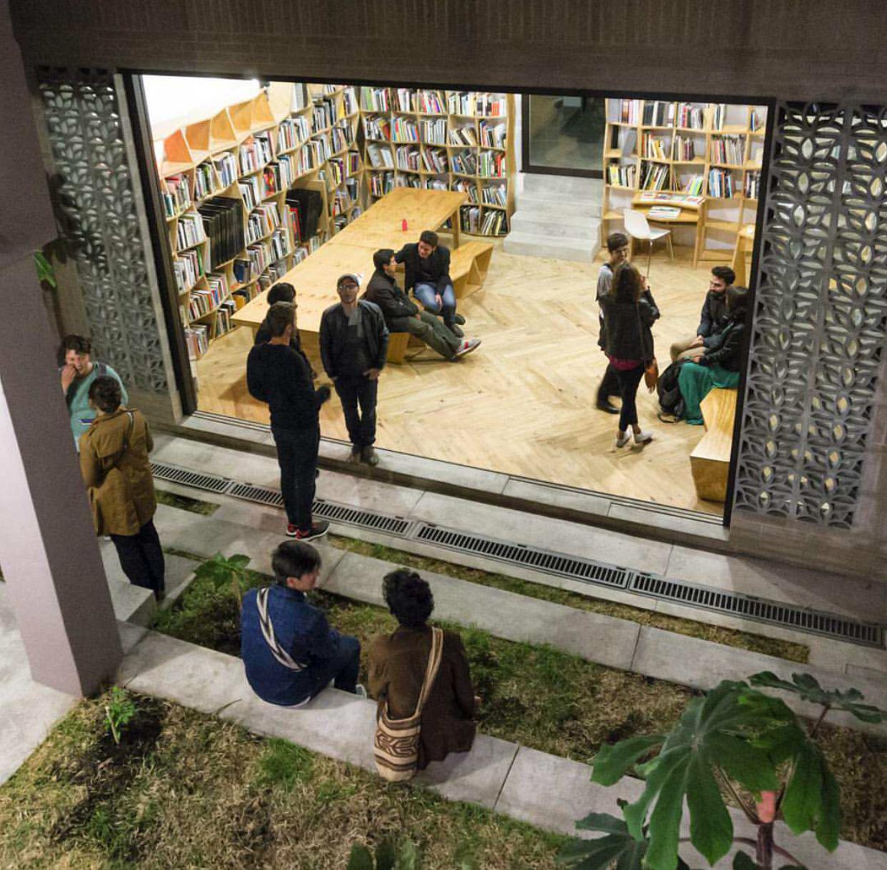 La biblioteca de Flora crece y se traslada al primer piso del nuevo edificio, donde también se harán presentaciones y conferencias.